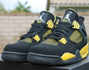 air-jordan-iv-thunder-release-reminder-308497-008-01